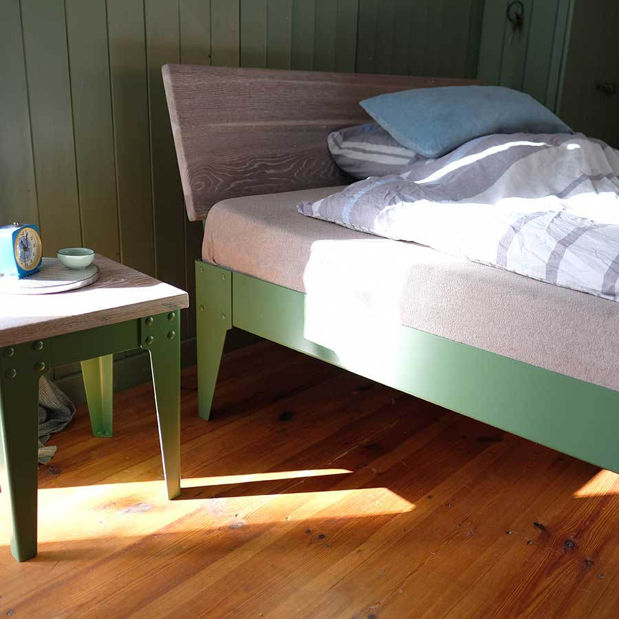 Armstrong Bett und Hocker